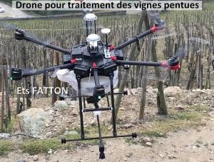 Drone pour traitement des vignes pentues