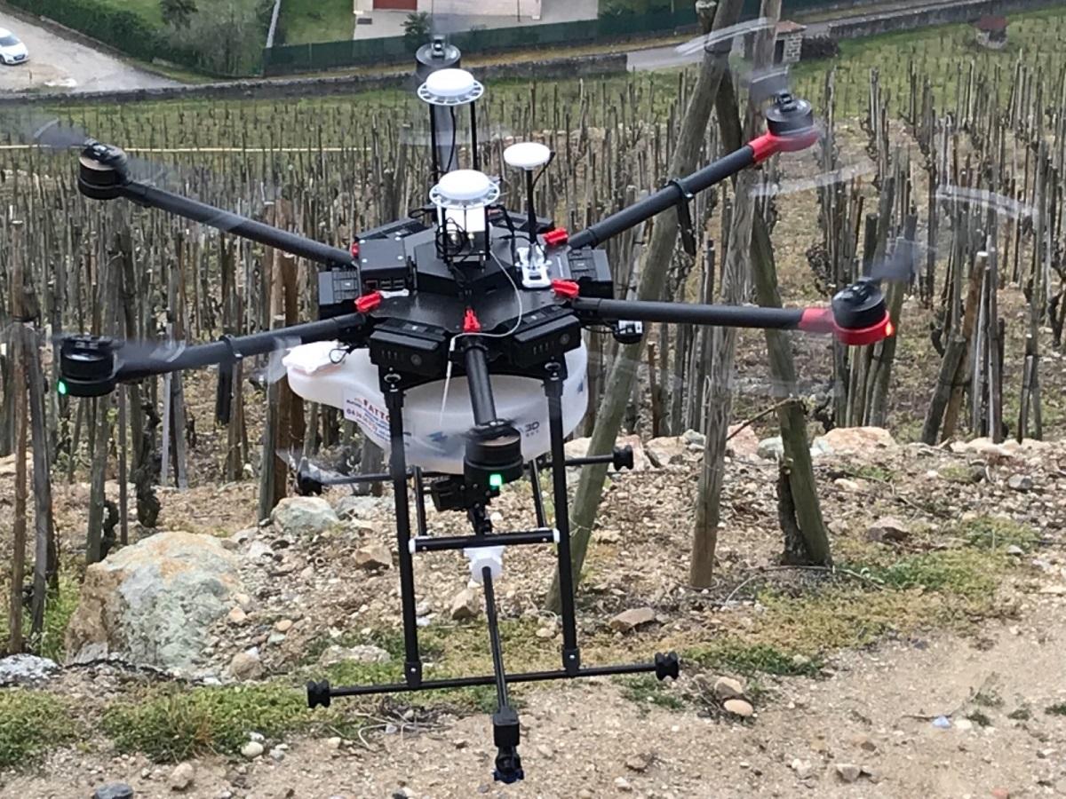 Drone traitement vignes pentues